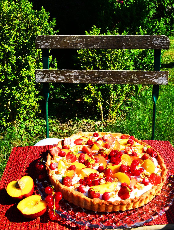 Perfekt für den Sommer! Mandeltarte mit Frischkäsecreme, Nektarinen und Beeren