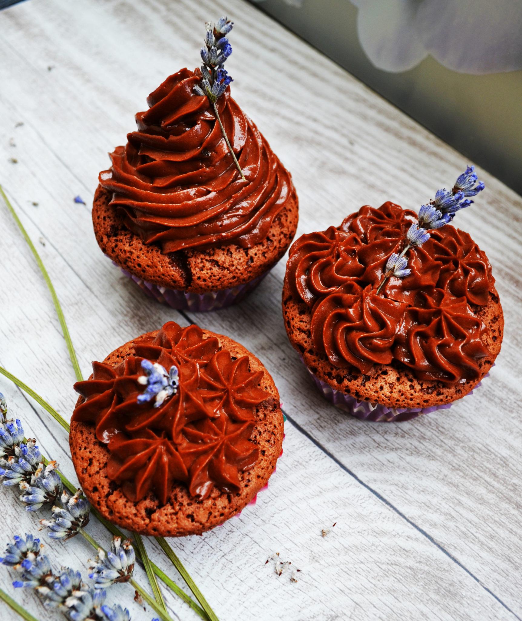 Ein wahrer Seelenkuss! Schoko-Lavendel-Cupcake