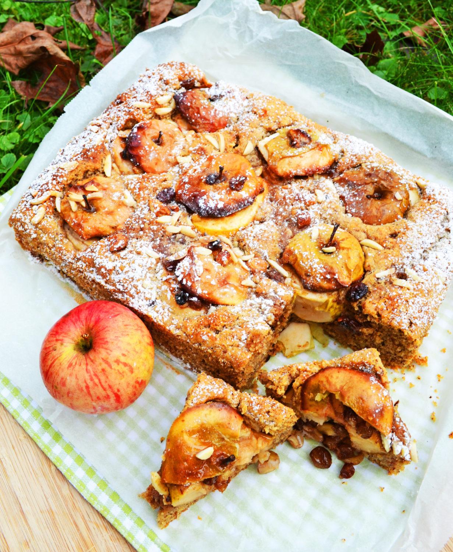 Da kämen sogar Eichhörnchen in Versuchung! Bratapfel-Haselnuss-Kuchen
