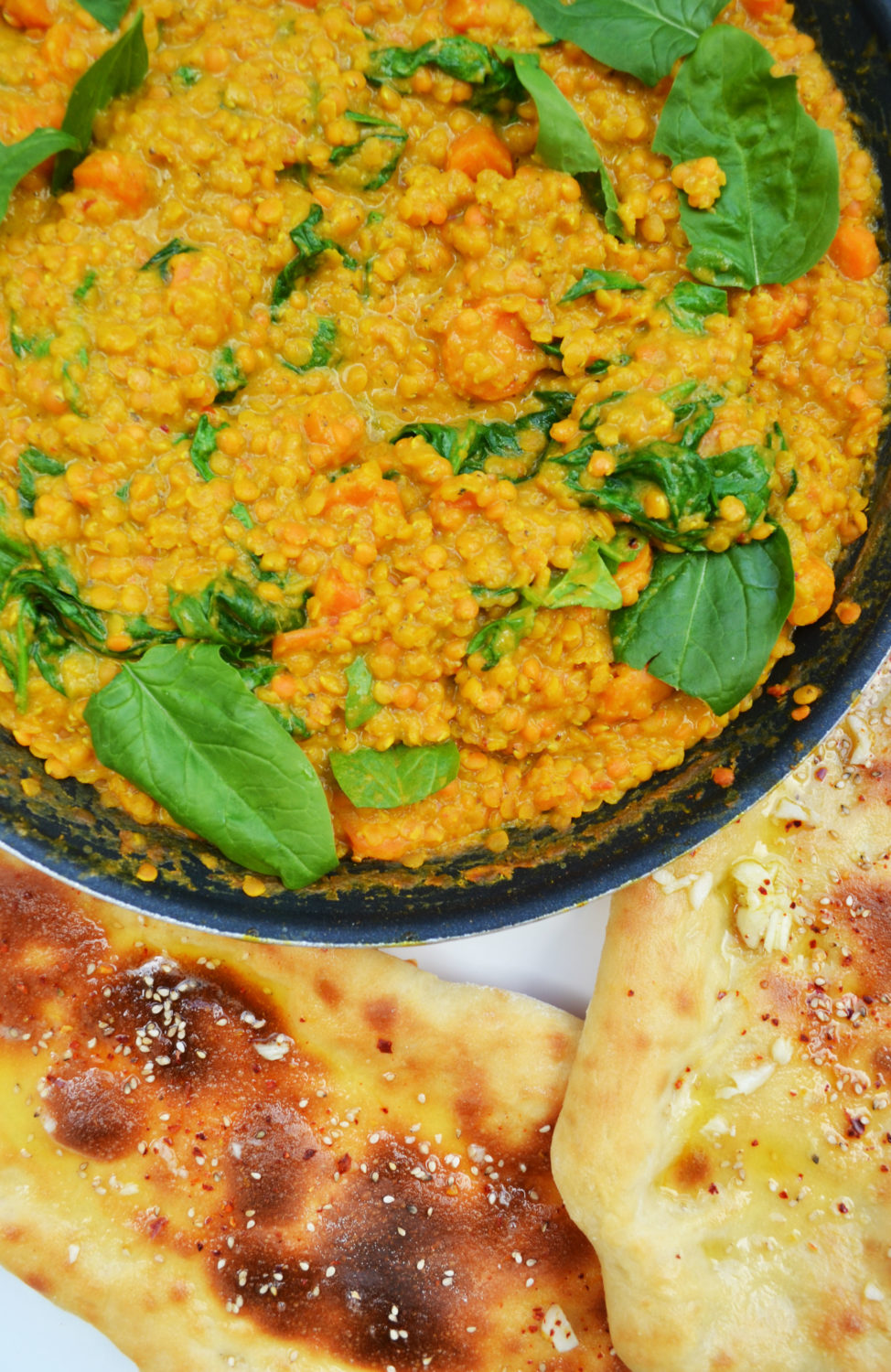 Ein Abstecher nach Indien! Linsen-Spinat-Curry mit Naan-Brot