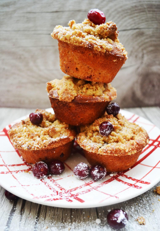 Liebelei mit roten Beeren! Cranberry-Muffins mit kandiertem Ingwer und Gewürzstreuseln