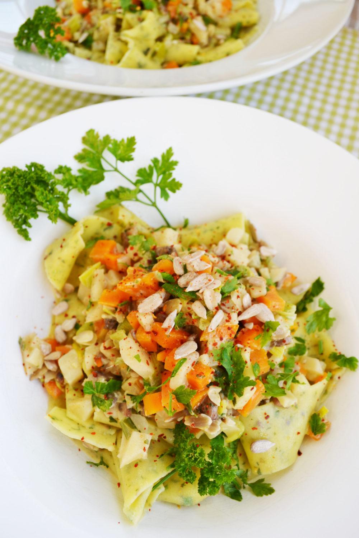 Nudelglück für alle! Kräuter Pappardelle mit kerniger Gemüsesauce