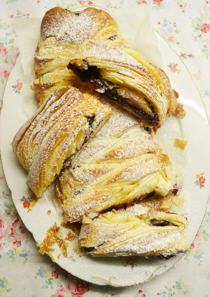 Zum leckeren Wochenend-Frühstück! Danish mit Marmelade und Marzipan