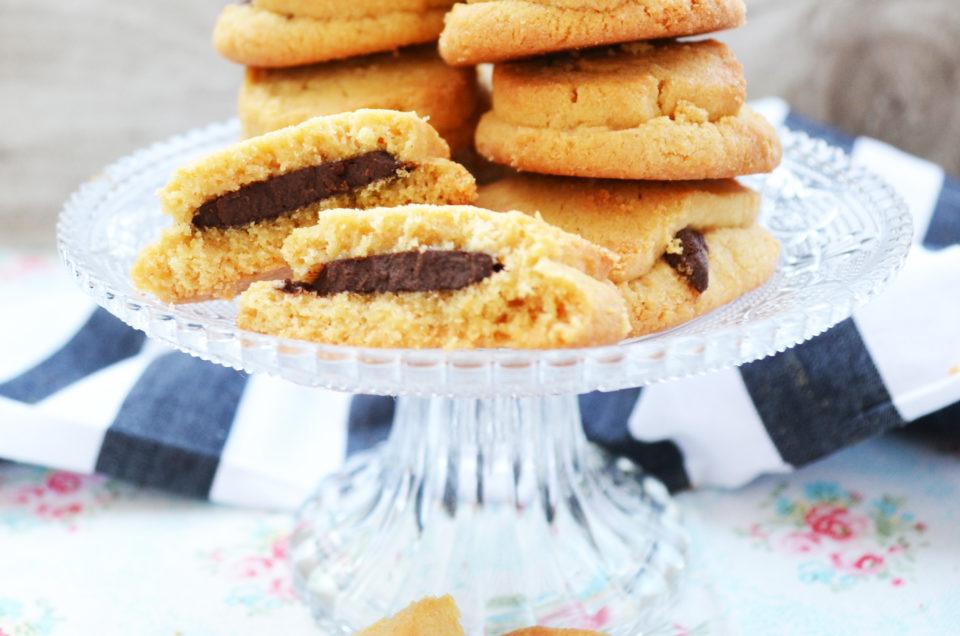 wir lieben doch alle cookies erdnussbutter schoko cookies von cynthia barcomi. Black Bedroom Furniture Sets. Home Design Ideas