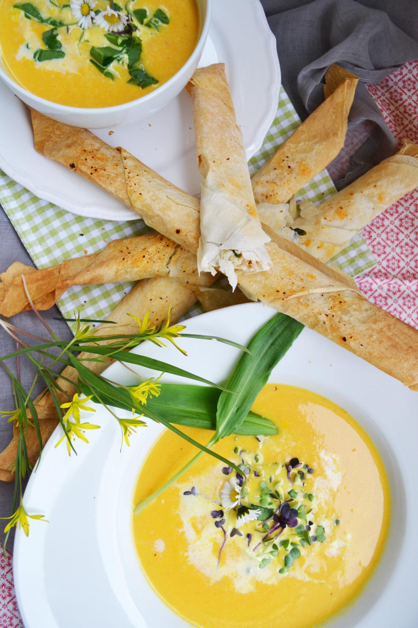 Frühlingsfrisch! Karotten-Kokosmilch-Suppe mit Forellen-Bärlauch-Stangerl
