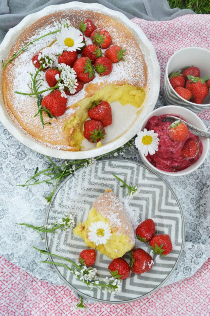 """Da schwebt man auf """"Villa Sieben""""! Luftiger Eierkuchen mit Erdbeeren und Beereneis"""