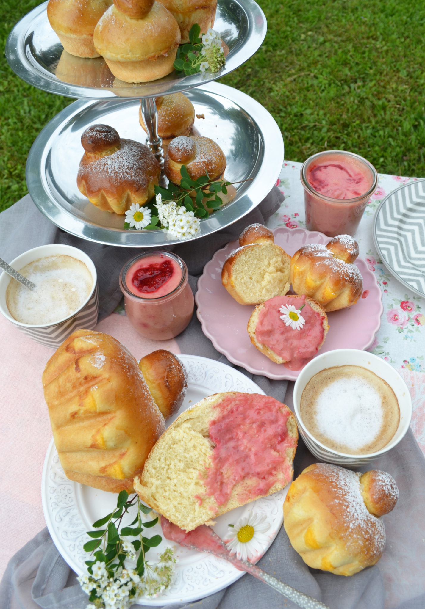 Frühstück auf Französisch! Brioches à tête mit Rhabarber-Curd