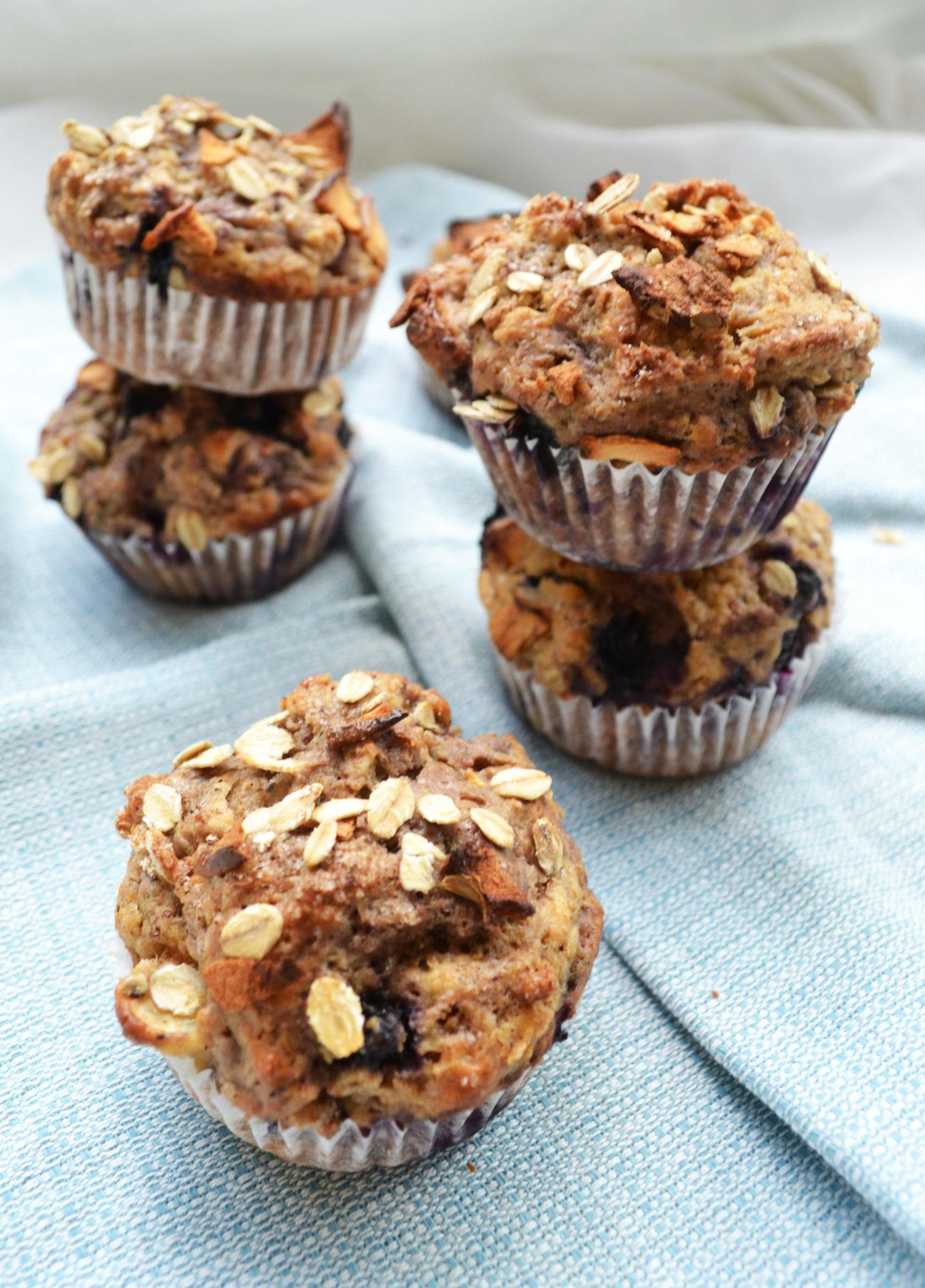 Frühstücksglück! Gesunde Heidelbeer-Apfel-Muffins