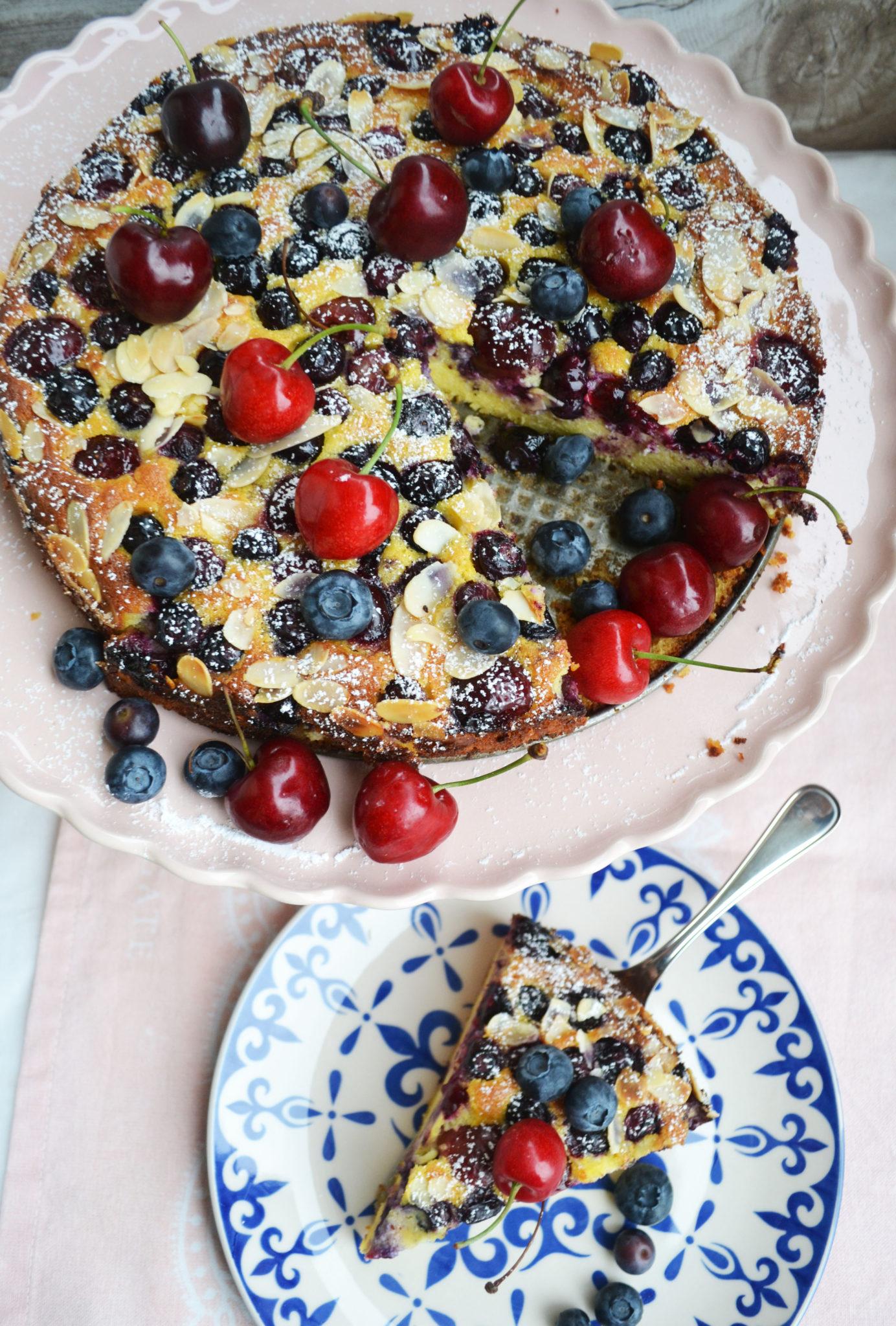 Sonntagssüßer Kuchengenuss! Torta della Nonna mit Sommerbeeren