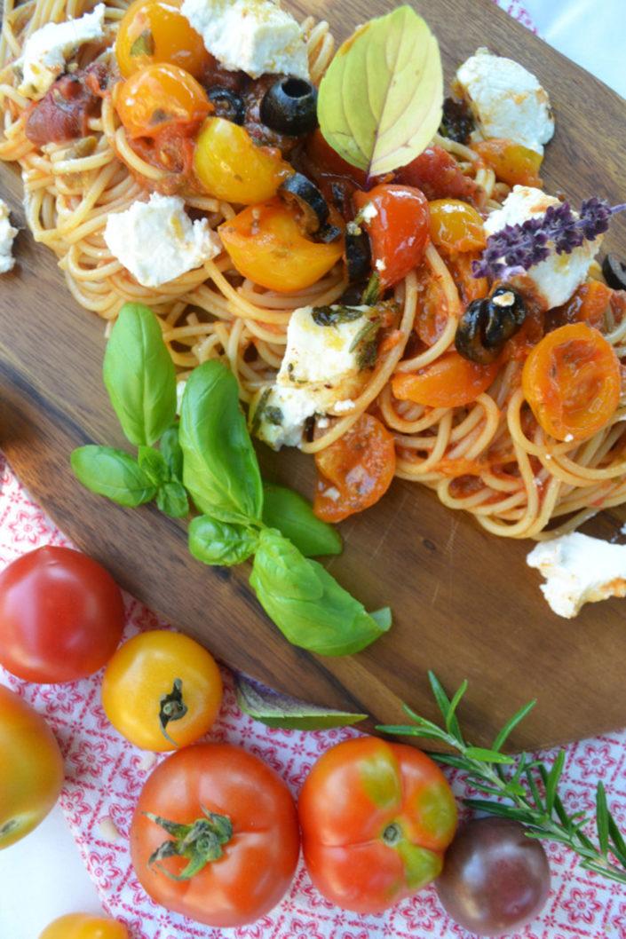 Sommerhit! Pasta mit Lieblings-Tomatensauce und gebackenem Ricotta