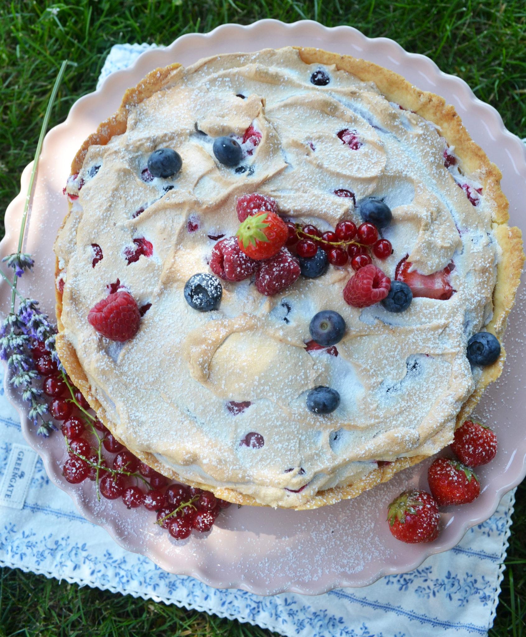 Luftiges Träumchen! Beeren-Baiser-Torte