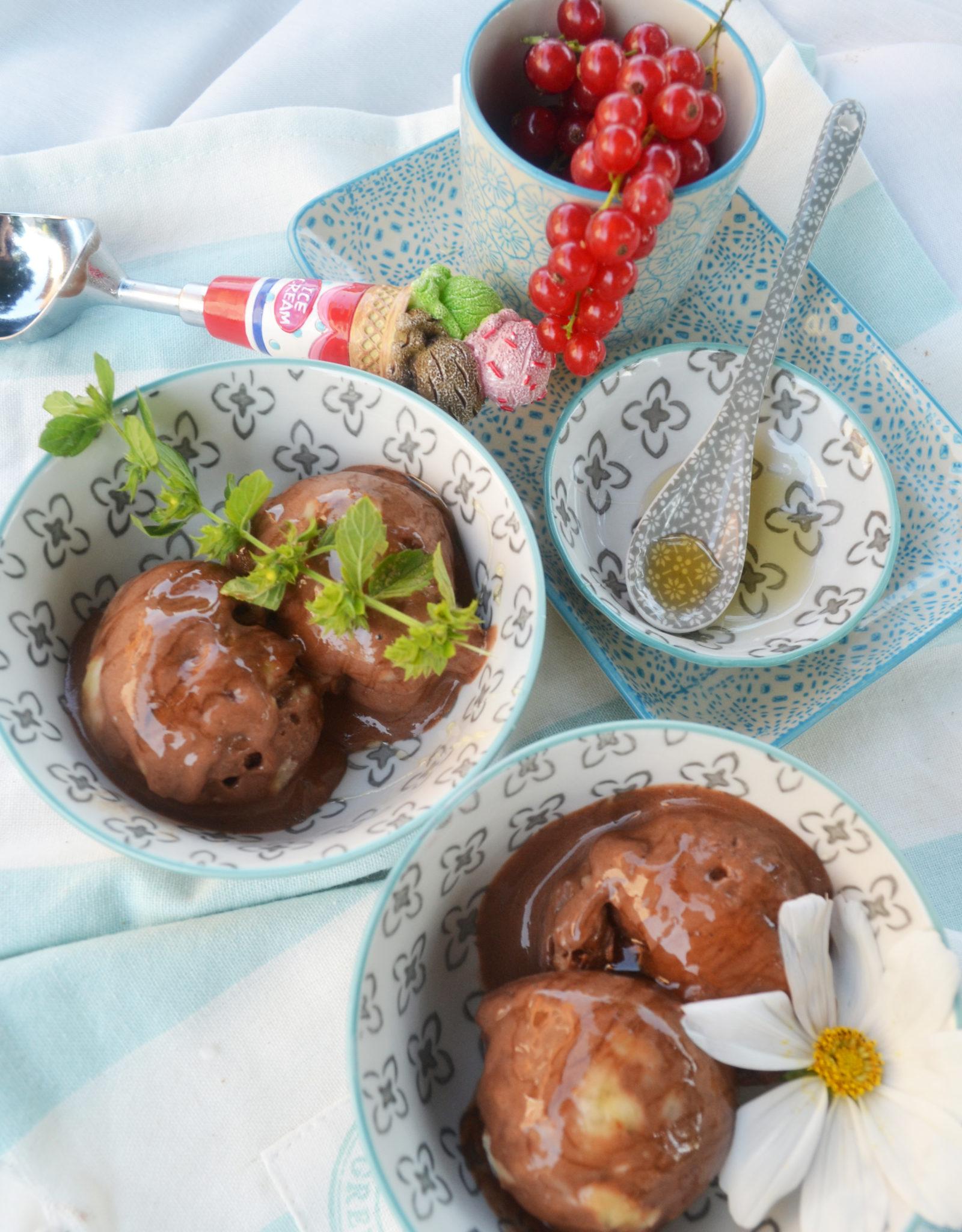 Wir löffeln uns glücklich! Cremiges Schoko-Bananen-Eis
