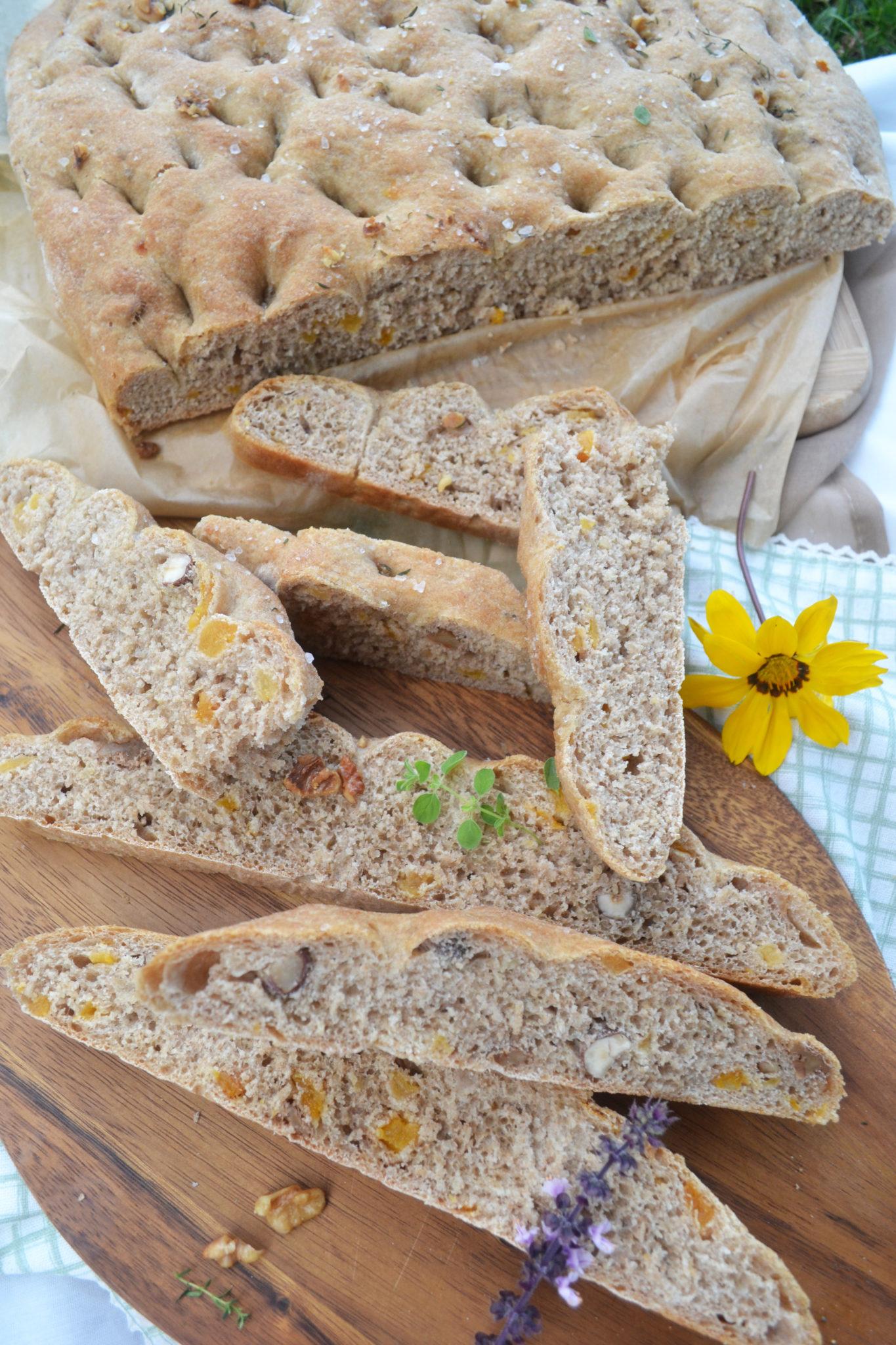 Skandinavisch Backen! Nordische Dinkel-Focaccia mit Trockenfrüchten und Nüssen