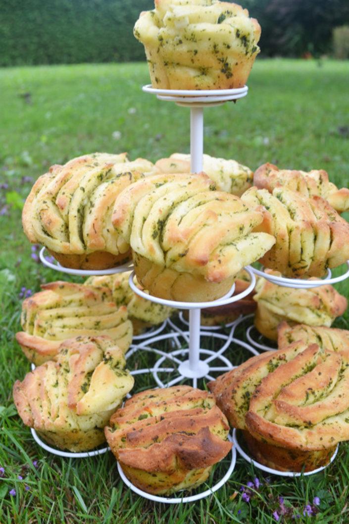 Zum leckeren Gartenfest! Kräuter-Knoblauch-Fächerbrötchen