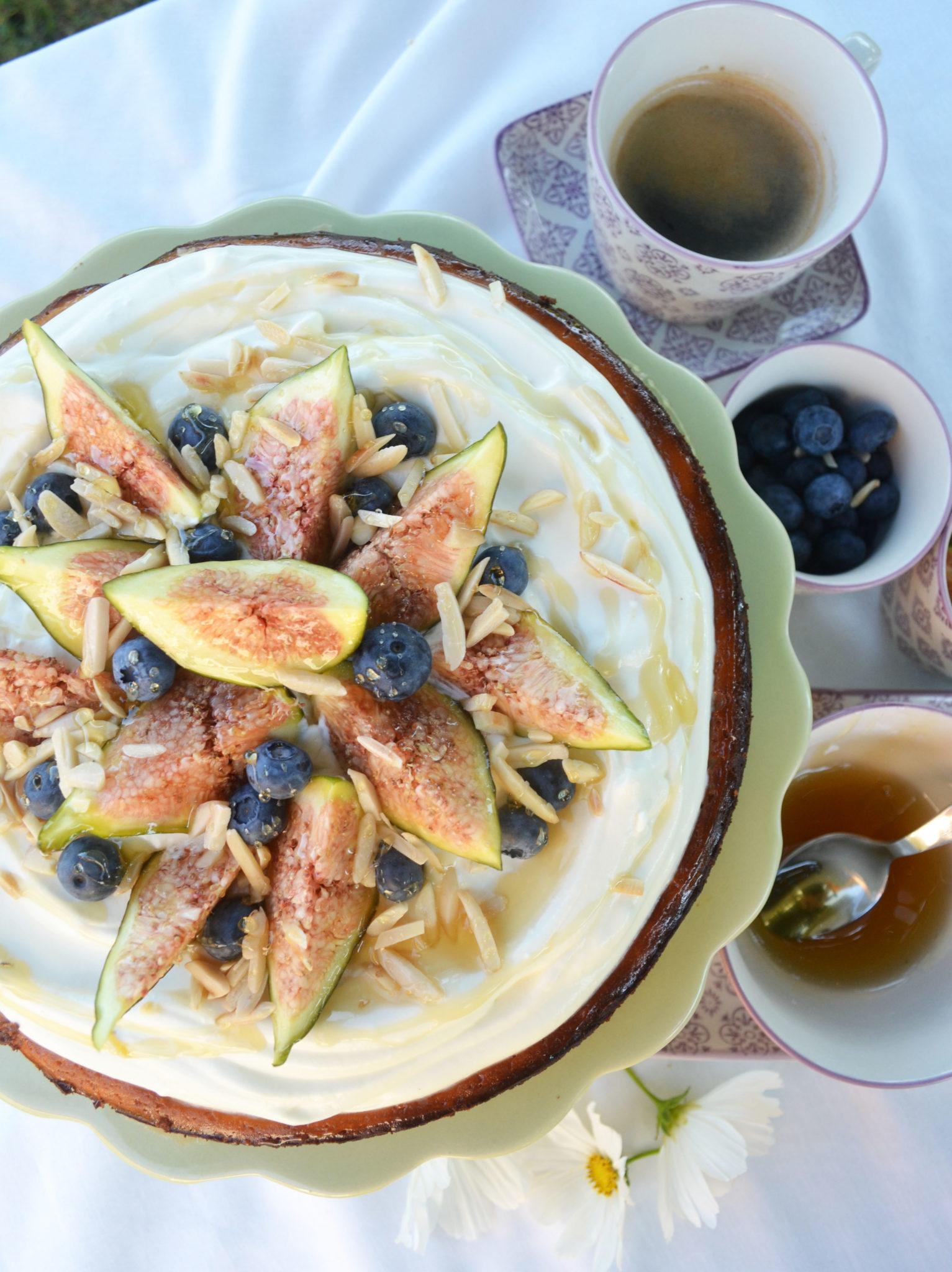 Cremiger Sommertraum! Cheesecake mit Ziegenfrischkäse, Feigen und Honig