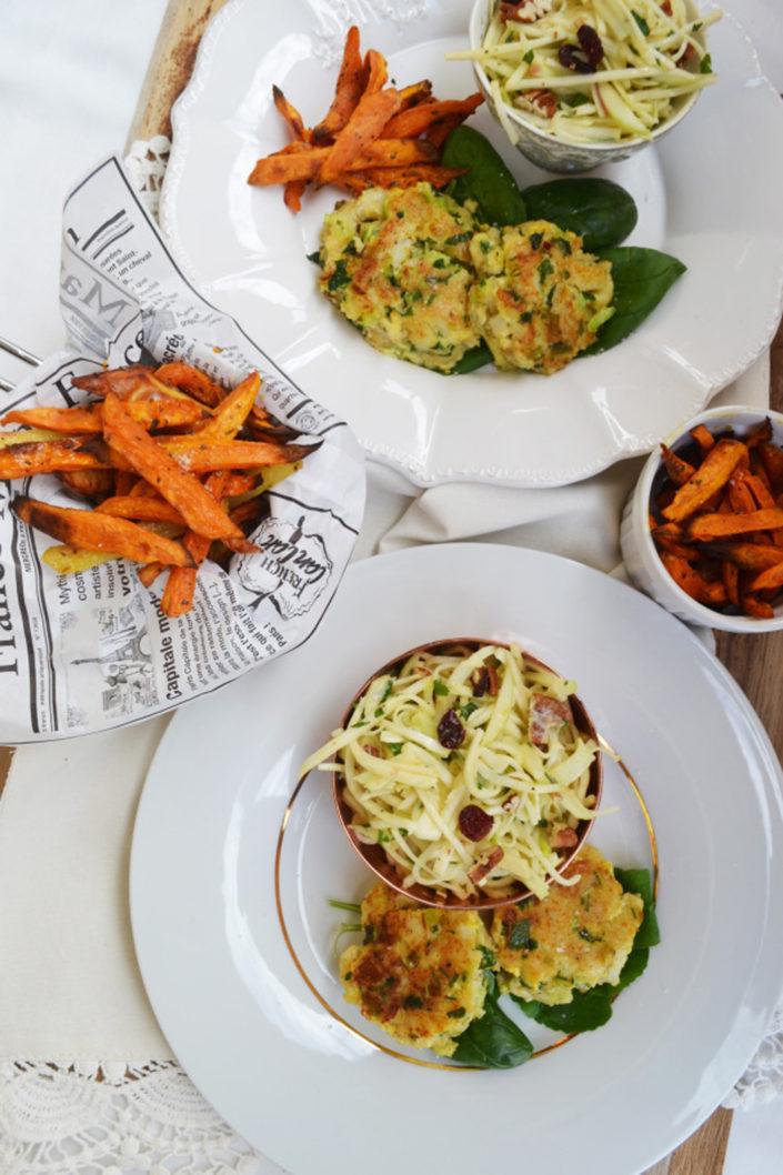 Zum Verlieben! Fischlaibchen mit Süßkartoffel-Pommes und Waldorfsalat