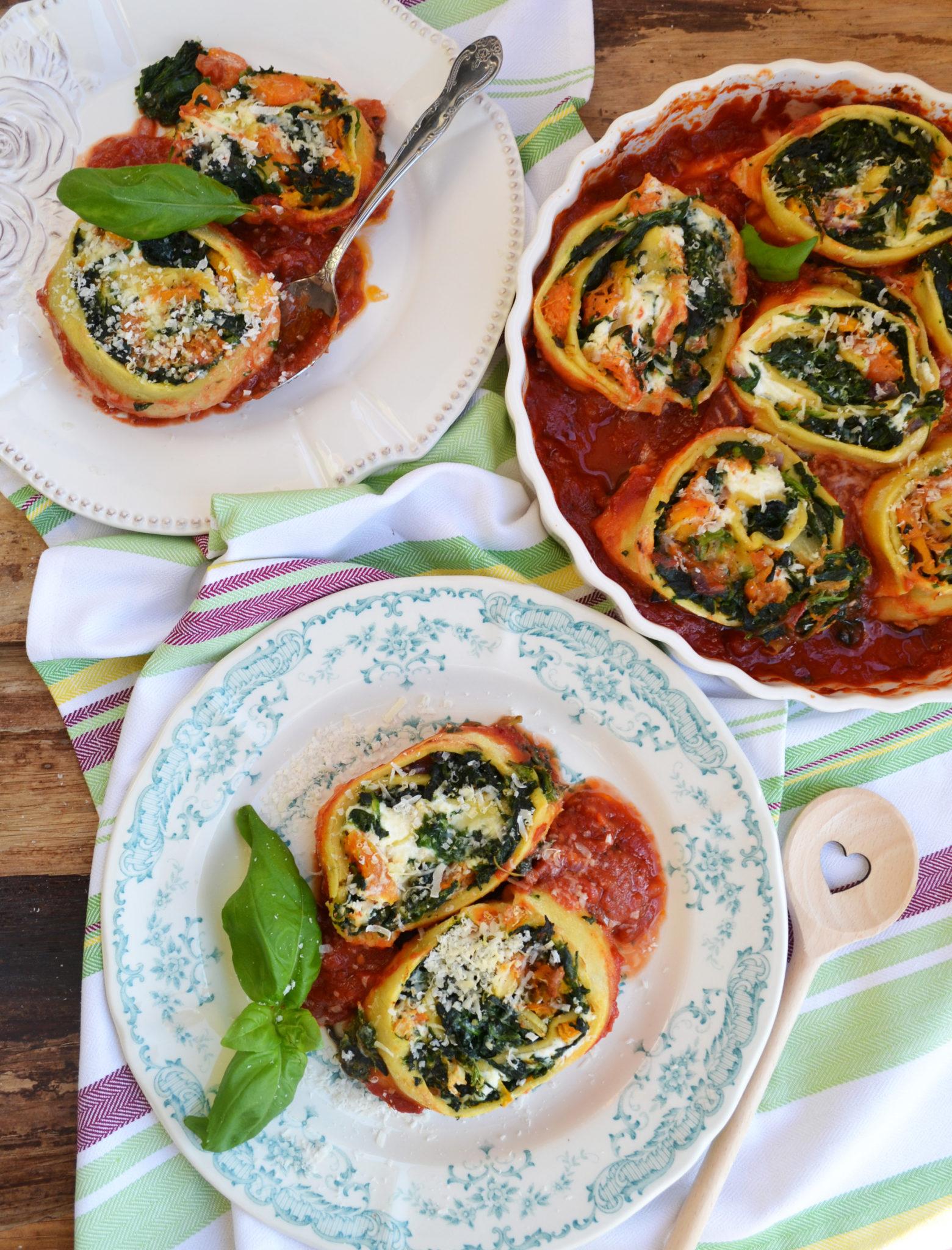 Vegetarisch köstlich! Kürbis-Spinat-Rotolo mit Tomatensauce