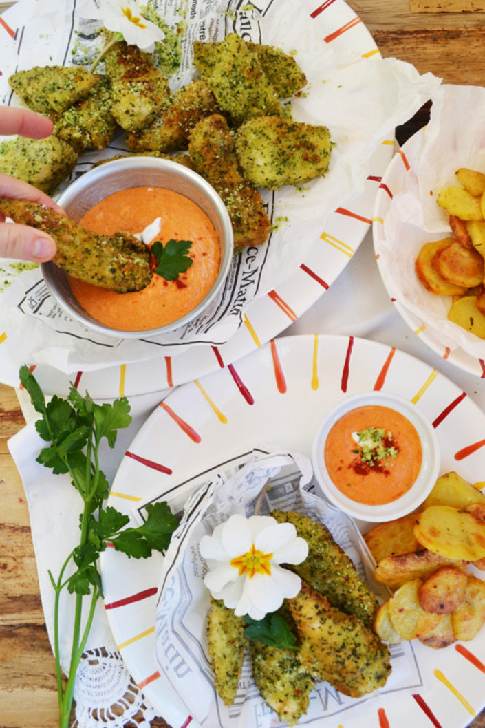 Gute Laune-Küche! Grüne Hühner-Nuggets mit Paprika-Aioli und knusprigen Kartoffelscheiben