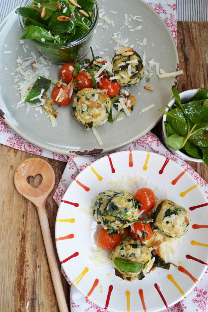 Rundes Frühlingsglück! Spinat-Ricotta-Knödel mit Salbeibutter