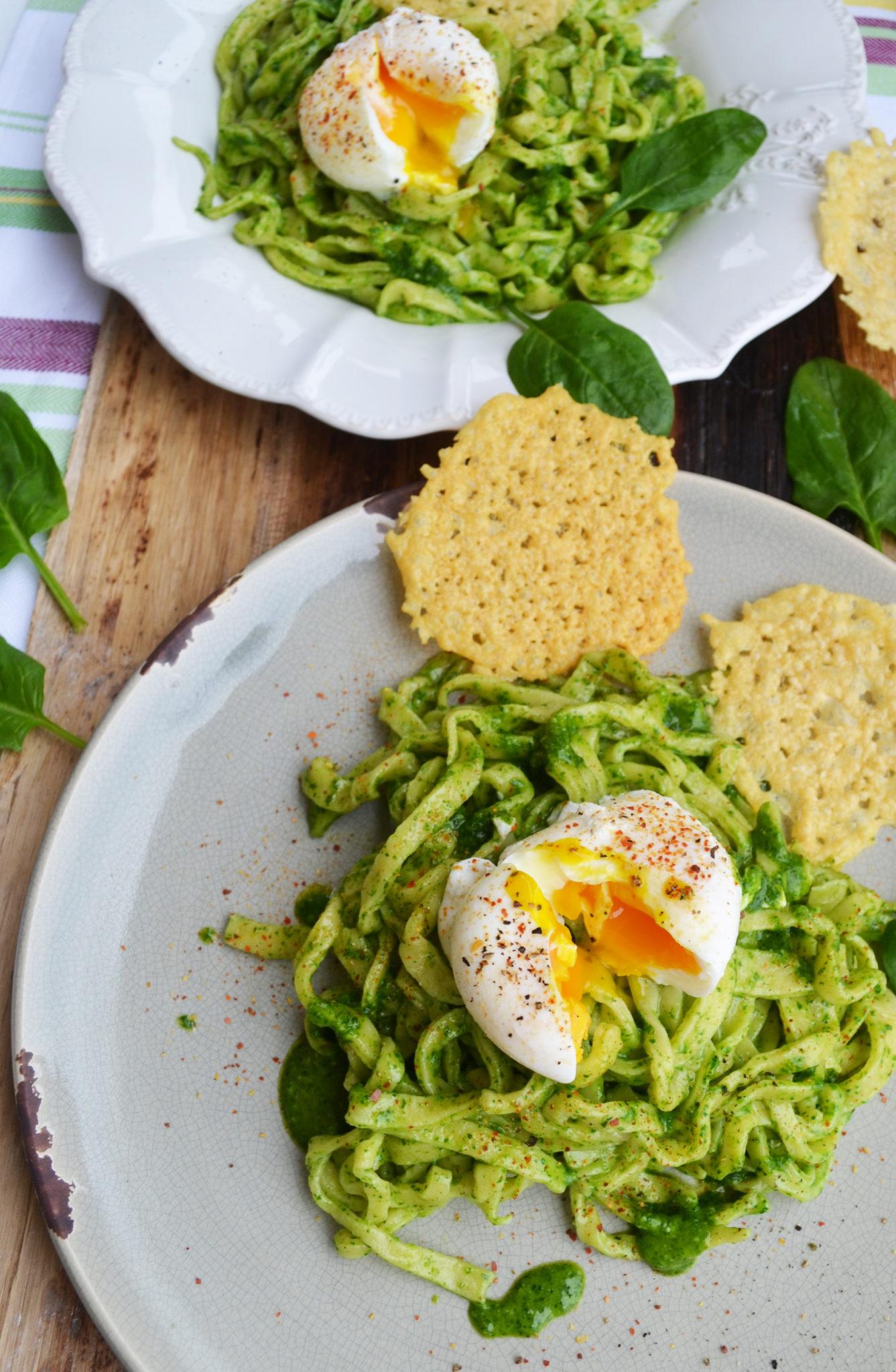 Frühlings-Pasta! Linguine mit Spinatpesto und pochiertem Ei