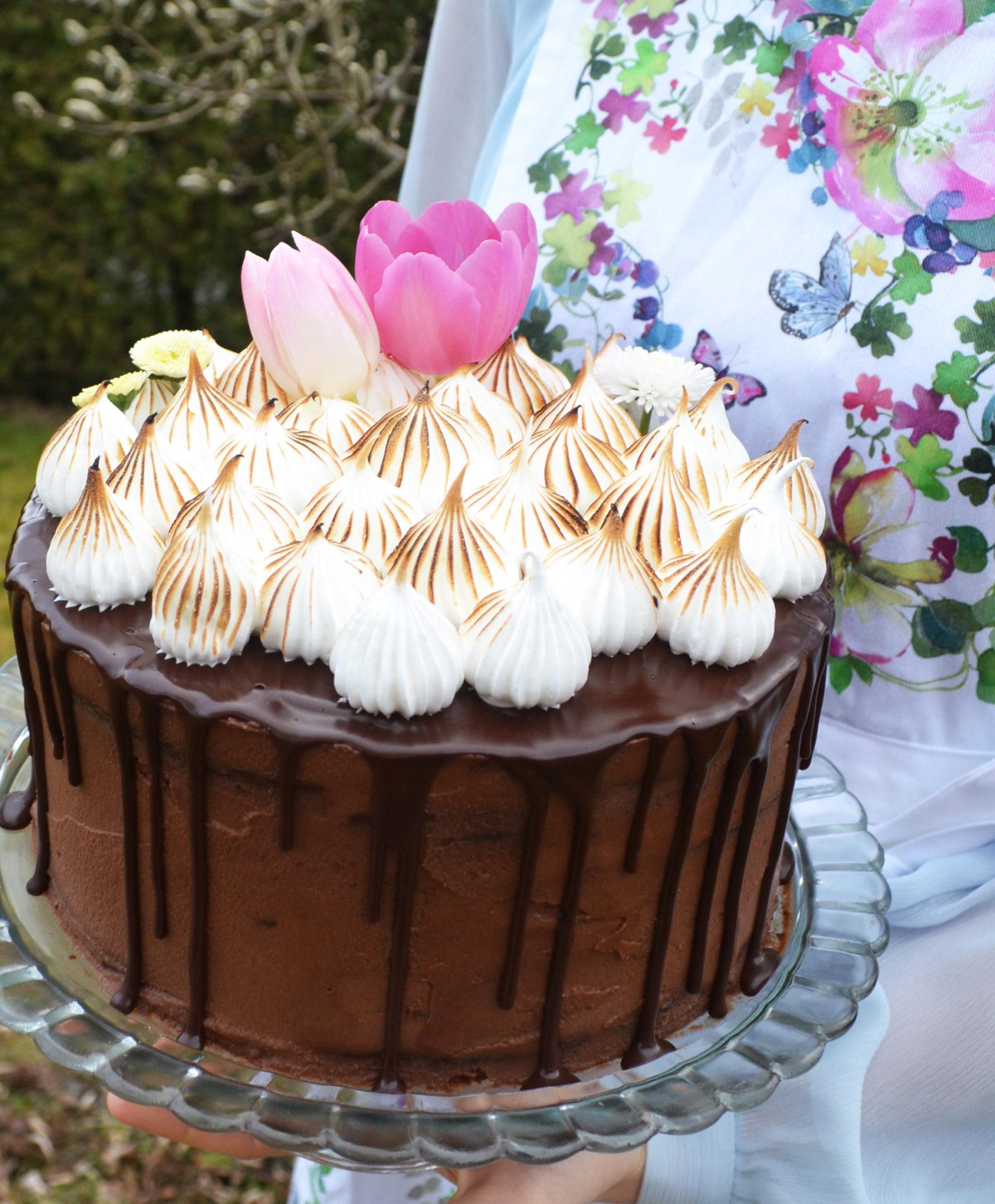 sweet love schokolade nougat torte mit baisertupfen. Black Bedroom Furniture Sets. Home Design Ideas