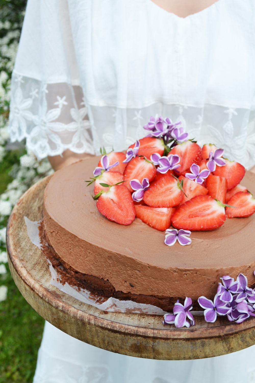s e liebeserkl rung schokomousse torte mit erdbeeren. Black Bedroom Furniture Sets. Home Design Ideas