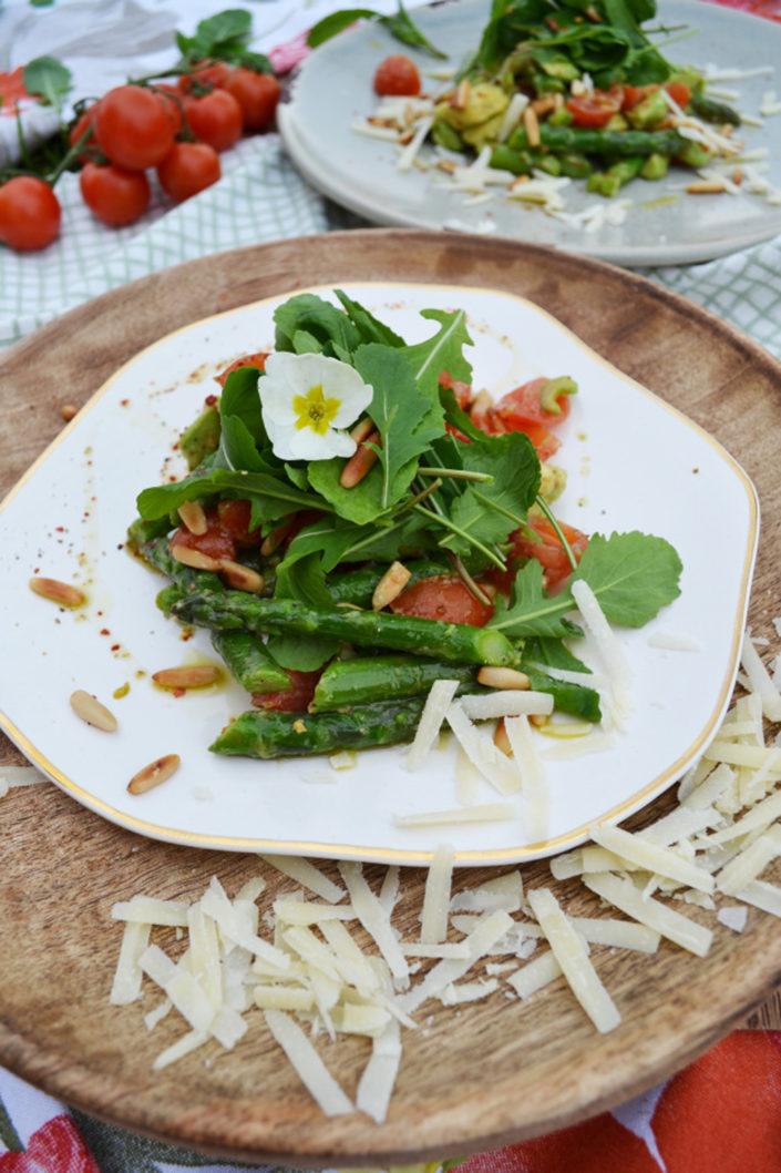 Ein Star im Frühling! Spargel-Avocado-Salat mit Parmesan-Gestöber