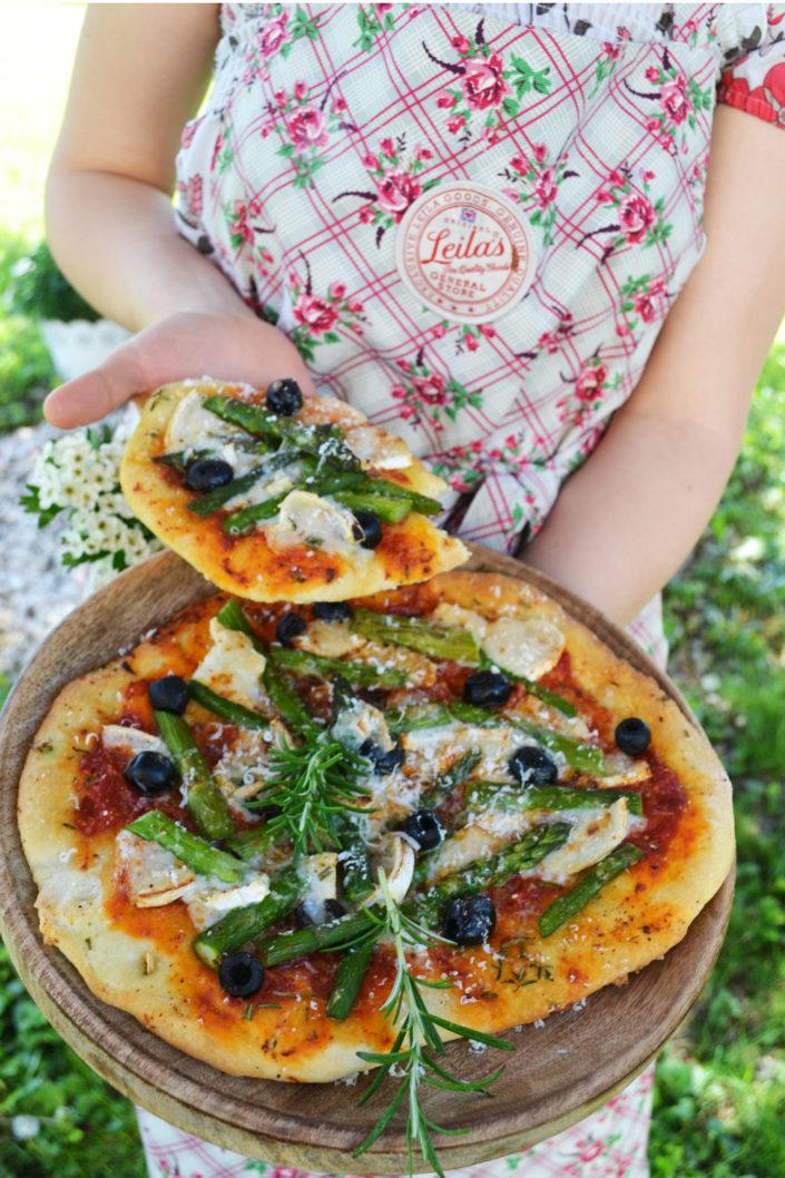 Mein Lieblingsitaliener! Spargelpizza mit Ziegenkäse und Oliven
