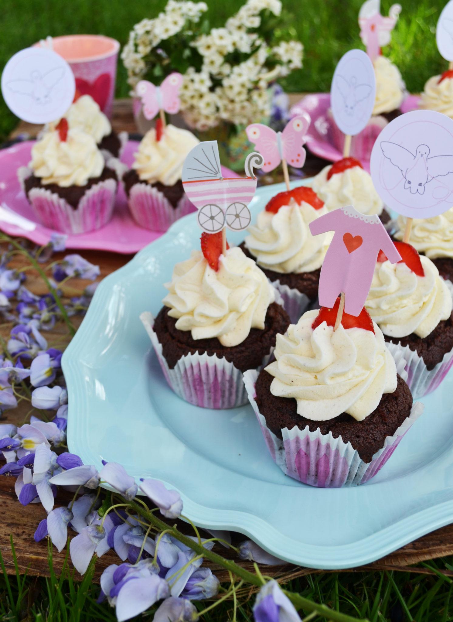 Süße Liebe! Gefüllte Erdbeer-Schoko-Cupcakes mit Frischkäse-Topping