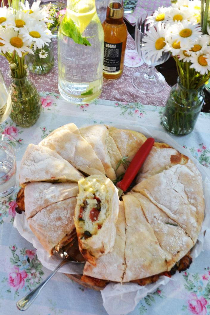 Familienliebling! Tortano mit mediterraner Füllung