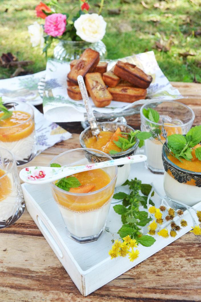 Süßes am Sonntag! Panna cotta mit Marillenkompott und Honig-Financiers