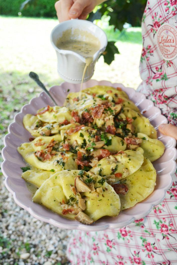 Pasta deluxe! Ricotta-Prosciutto-Ravioli mit Steinpilzsauce und Feigensalat