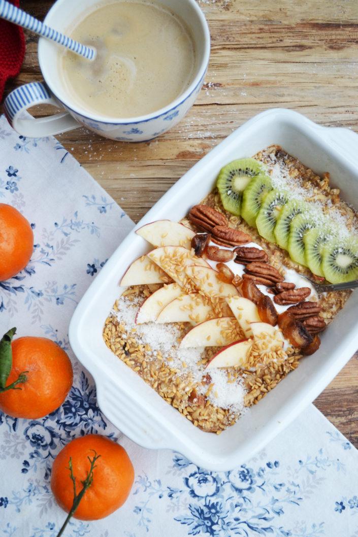 Frühstücksliebe aus dem Ofen! Gebackener Apfel-Zimt-Porridge mit frischen Früchten