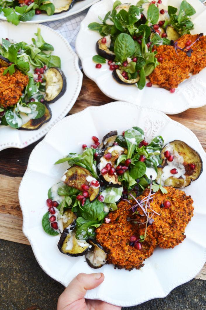 Bunt und gesund! Quinoa-Süßkartoffel-Laibchen mit Auberginen-Vogerlsalat