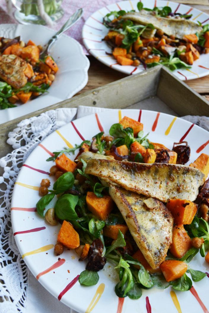 Lieblingsteller! Zander mit warmen Süßkartoffel-Kichererbsen-Vogerlsalat