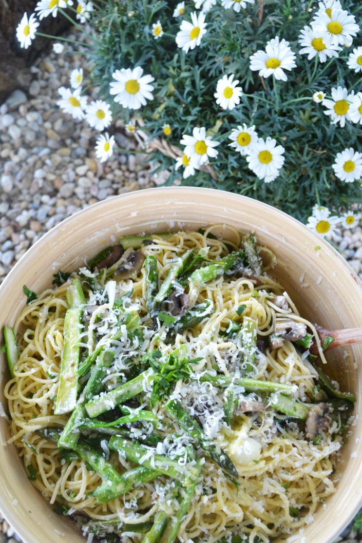 Pasta Amore! Frühlings-Carbonara mit Spargel
