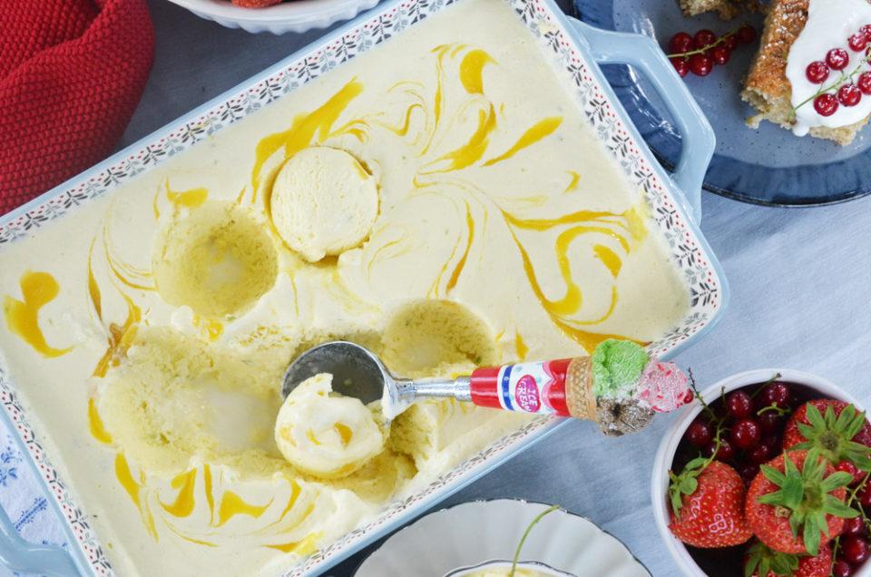 Der Sommer schreit nach Eis! Mango-Joghurt-Semifreddo mit Sommerbeeren