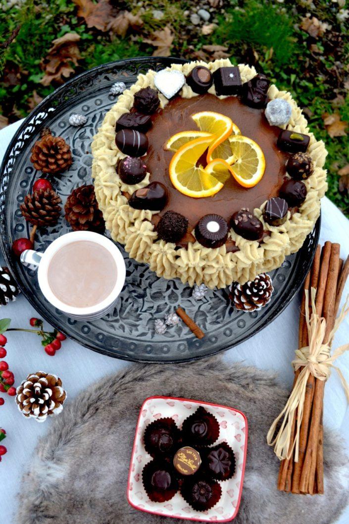 Elly Seidl versüßt uns die kalte Jahreszeit mit feinster Schokolade! Orangen-Maronen-Torte mit Pralinen