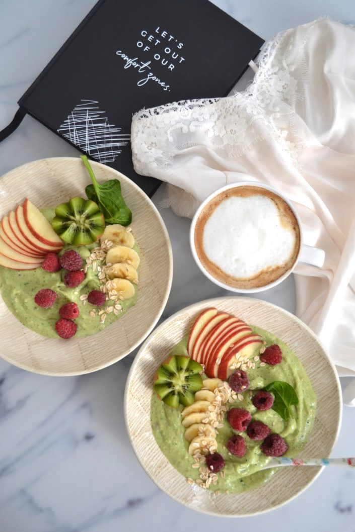 Let's get out of our comfort zones! Green Smoothie Bowl um motiviert in den Tag zu starten