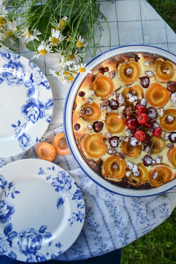 Fluffige Sommerliebe aus dem Ofen! Obst-Topfen-Auflauf mit Mandeln für einen süßen Abend im Freien...