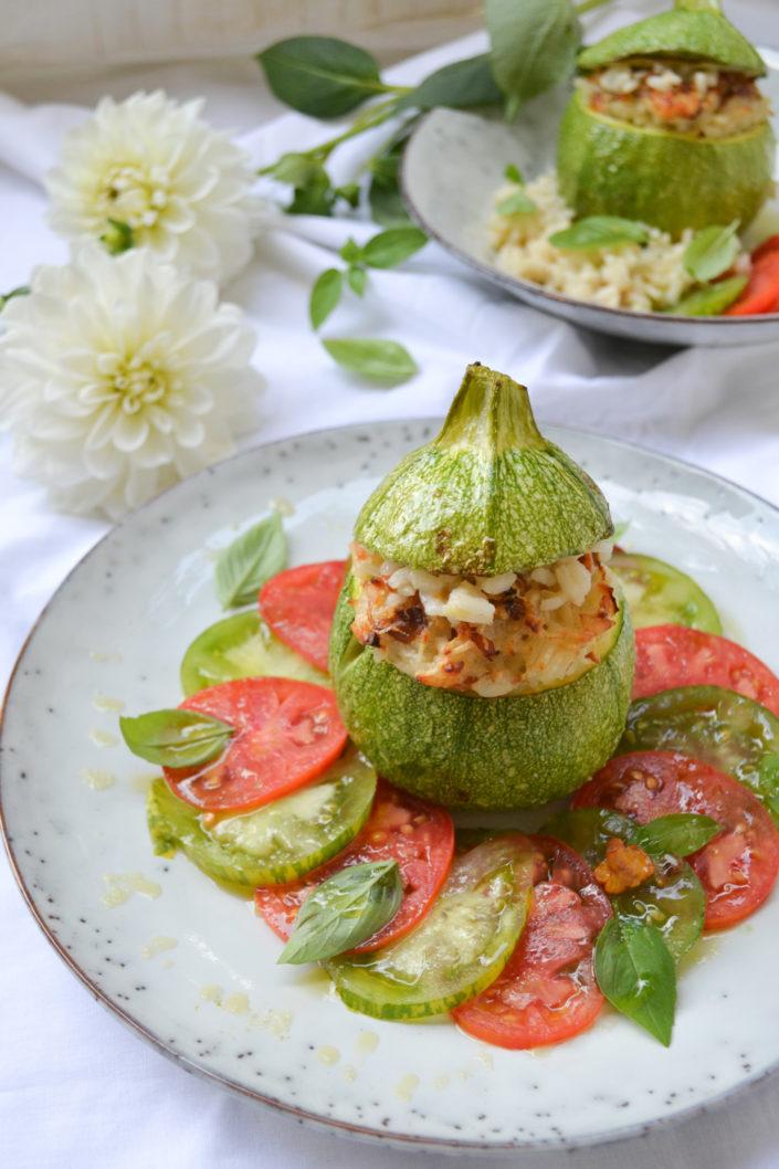 DIE VIELFALT DES SOMMERS! Runde Zucchini - gefüllt mit Eierschwammerl-Risotto auf Tomaten-Carpaccio
