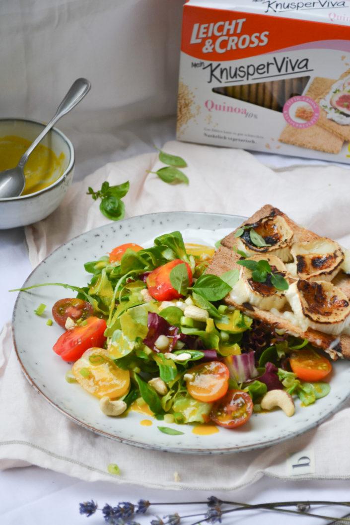 SOMMER, SONNE, LEICHTIGKEIT! Bunter Sommersalat mit Mangodressing und Ziegenkäse-Crostini